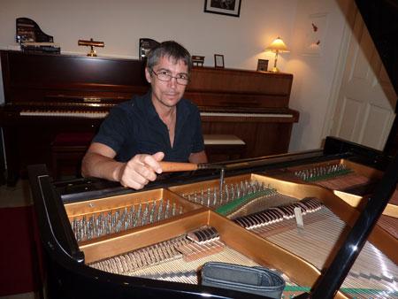 Klavierstimmung und Flügelstimmung in Berlin und Potsdam - professionell und kompetent mit jahrelange Erfahrung. Unsere erfahrene Klavierstimmer und Flügelstimmer besuchen Sie vor Ort. Vereinbaren Sie einen Termin.